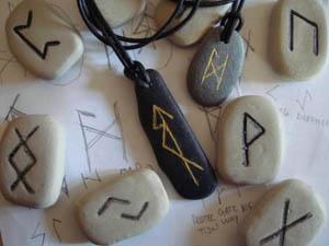 kamennye-runy