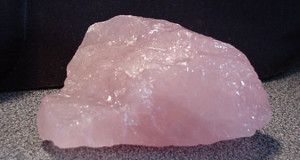 rozovyj-kvarc-magicheskie-svojstva