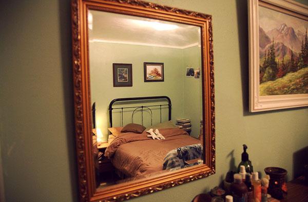 Нельзя спать у зеркала