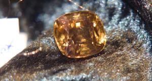 cirkonij-kamen'-magicheskie-svojstva
