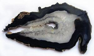 chernyj-agat-kamen'-magicheskie-svojstva