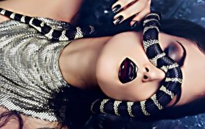 к чему снится змея женщине